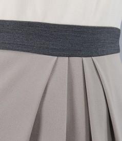 Rochie cu pliuri din stofa elastica bej-gri