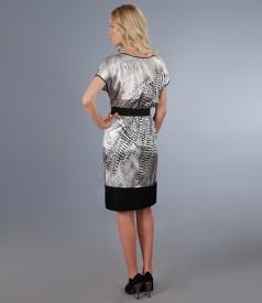 Rochie din saten elastic imprimat cu talie elastica si buzunare