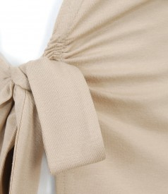 Bluza din jerse bej legata cu cordon
