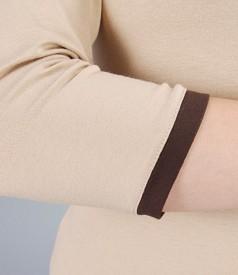Tricou din jerse elastic uni cu garnitura