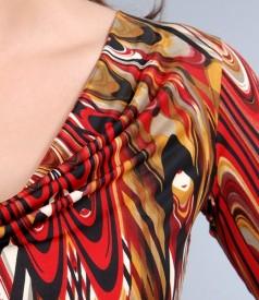 Tricou cu maneci si falduri din jerse elastic imprimat