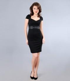 Rochie din jerse gros negru cu falduri si curea