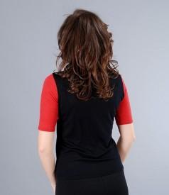 Tricou negru din jerse de lana cu maneci rosii