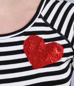 Tricou din jerse elastic imprimat cu aplicatie