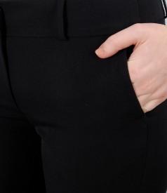 Pantaloni negri cu buzunare