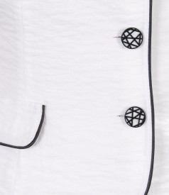Sacou din vascoza creponata alba cu garnitura contrast