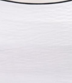 Fusta din vascoza creponata alba cu garnitura contrast