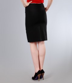 Fusta din vascoza creponata neagra cu garnitura contrast