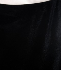 Fusta din catifea neagra pe bie