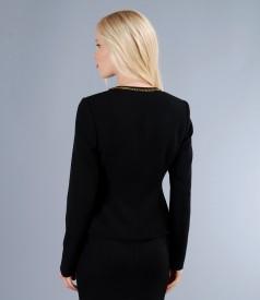 Sacou din stofa elastica neagra cu garnitura metalica aurie