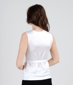 Tricou din jerse satinat cu falduri si cordon