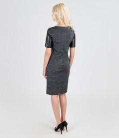 Rochie cu garnitura de piele si aplicatie de catifea