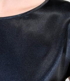 Bluza din saten elastic cu umeri cazuti