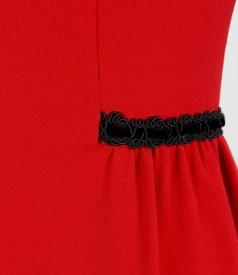 Rochie din stofa elastica cu pliuri si garnnitura de catifea