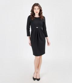 Rochie din stofa elastica cu garnitura de voal