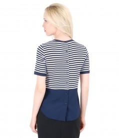 Bluza din jerse elastic alb-bleumarin cu basc