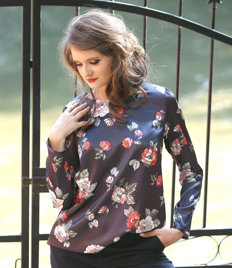 Bluza eleganta din saten elastic imprimat