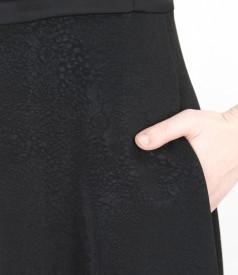 Rochie neagra evazata cu buzunare