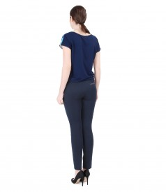 Tinuta cu bluza din jerse elastic cu fata imprimata si pantaloni pana