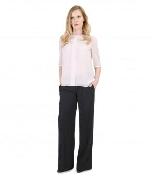 Tinuta casual cu bluza din voal cu pantaloni largi cu mansete
