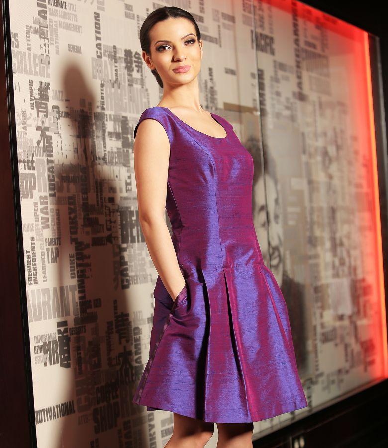 Rochie de seara evazata din tafta de matase