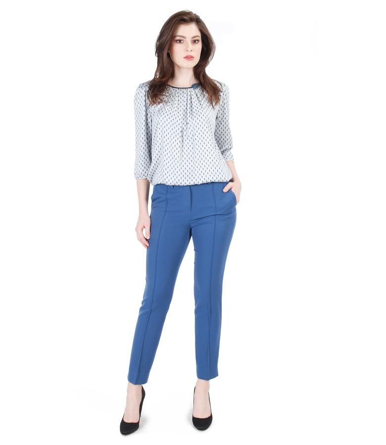 Tinuta casual cu bluza din vascoza imprimata si pantaloni pana