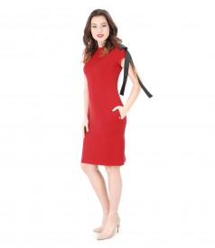 Rochie eleganta din stofa elastica cu brosa din rips cu aplicatie metalica