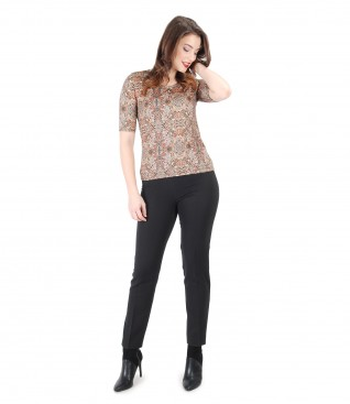 Tinuta casual cu bluza cu imprimeu geometric si pantaloni pana