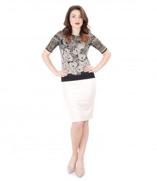 Tinuta eleganta cu fusta office si bluza din jerse imprimat in relief