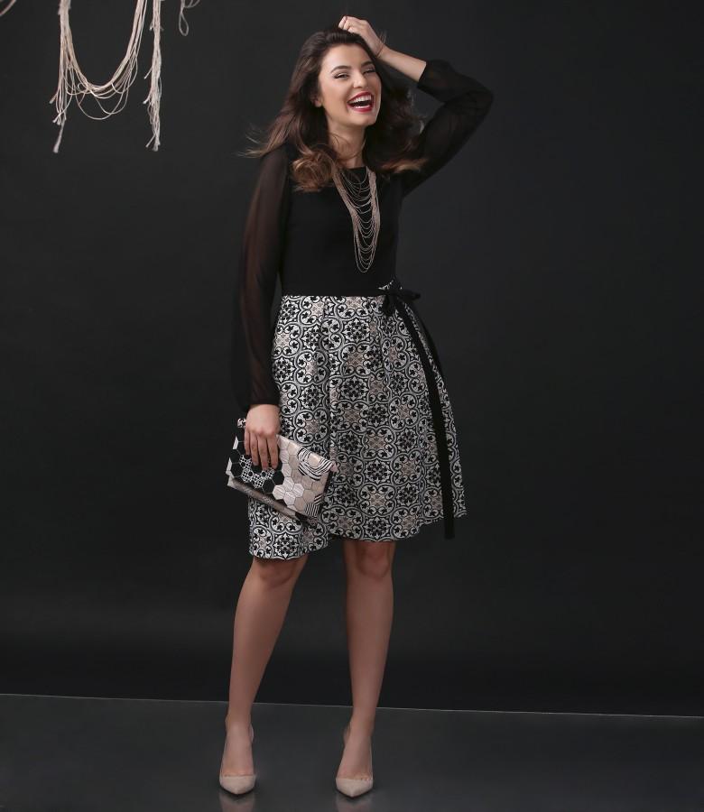 Tinuta de ocazie cu rochie si plic din brocart elastic cu fir de efect auriu
