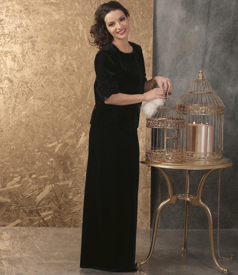 Tinuta eleganta cu sacou si fusta lunga din catifea neagra