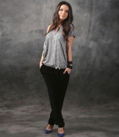 Tinuta eleganta cu bluza din jerse imprimat si pantaloni din catifea