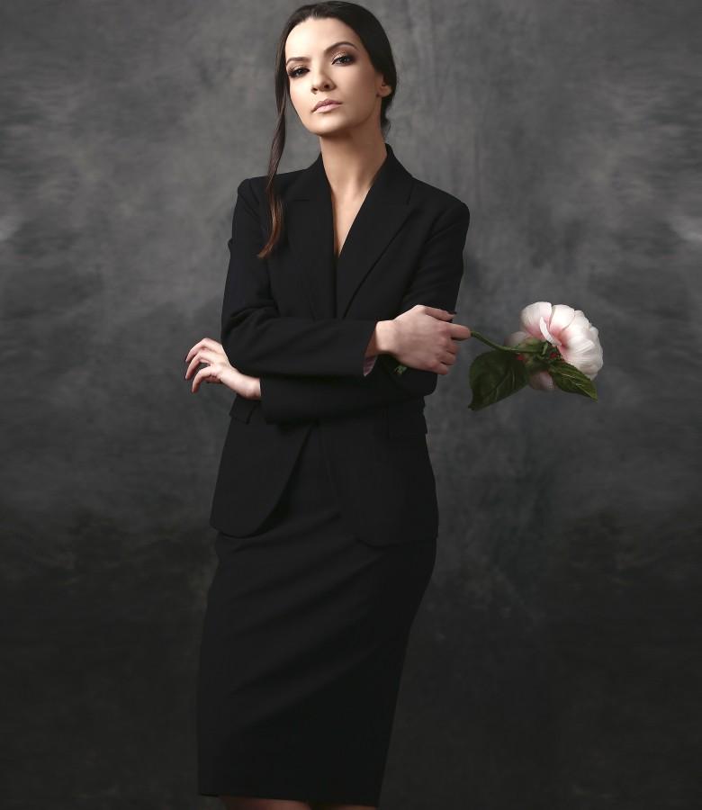 Costum office dama cu sacou si fusta din stofa cu dungi