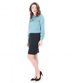 Tinuta eleganta cu bluza cu imprimeu geometric si fusta office