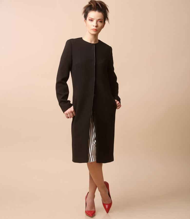 Jacheta eleganta cu decolteu rotund