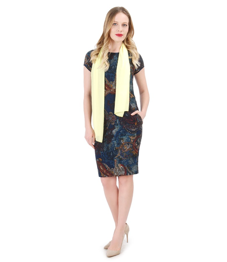 Rochie din vascoza texturata cu esarfa din voal uni