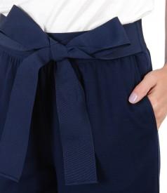 Pantaloni 3/4 cu cordon in talie