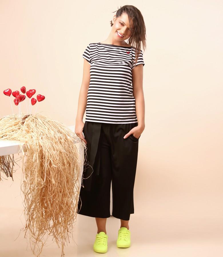 Pantaloni 3/4 cu cordon in talie si tricou din jerse cu dungi