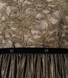Rochie cu dantela cu motive florale si perle