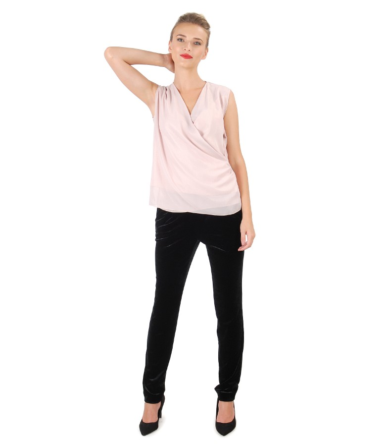 Pantaloni din catifea elastica si bluza din material sidefat