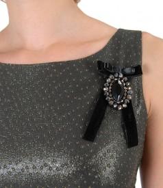 Rochie de seara cu catifea si brosa accesoriu