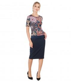 Tinuta eleganta cu fusta conica si bluza din jerse imprimat in relief