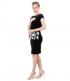 Rochie de seara din catifea elastica neagra si geanta din brocart cu fir auriu