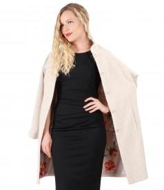 Tinuta eleganta cu rochie imprimata cu picouri si jacheta din lana cu alpaca