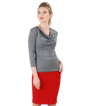 Tinuta de ocazie cu fusta din bucle si bluza din jerse cu falduri