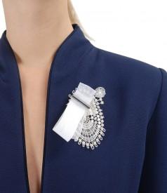 Sacou din stofa elastica cu brosa accesoriu