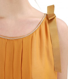 Rochie din voal cu falduri si cristale