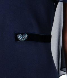 Rochie din viscoza cu pelerina din voal si aplicatie de cristale