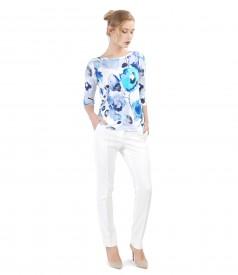 Tinuta casual cu pantaloni pana si bluza din jerse imprimat cu flori