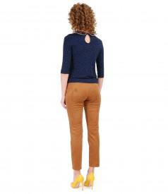 Pantaloni din stofa cu aspect catifelat si bluza din jerse imprimat